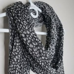 New Gap Black & Gray Leopard Cotton Scarf